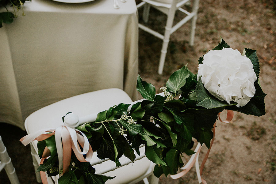 A Wonderful Garden Wedding With Dinner In The Woods!0047