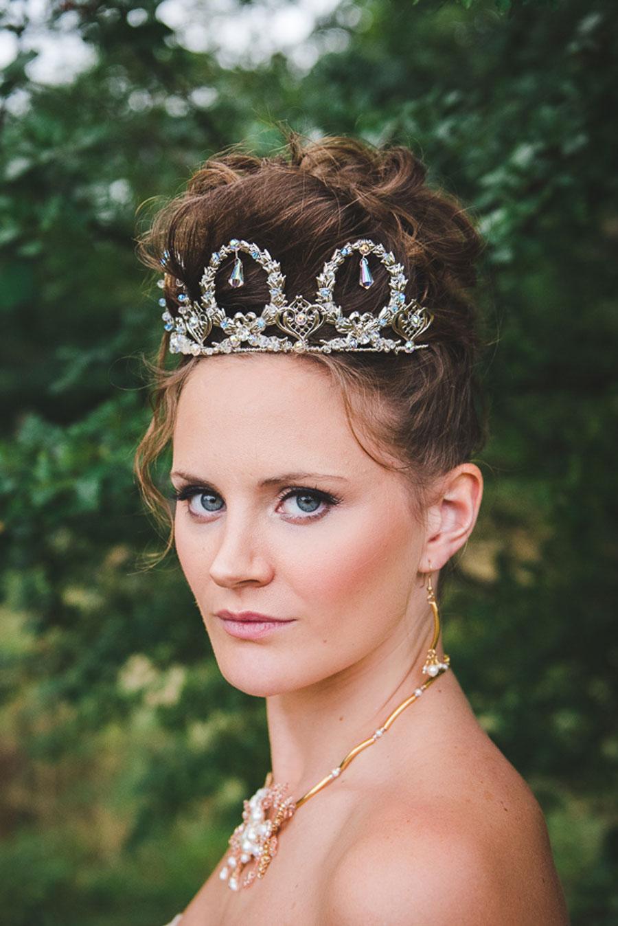 A Late Summer Renaissance-Meets-Fantasy Themed Bridal Shoot0051