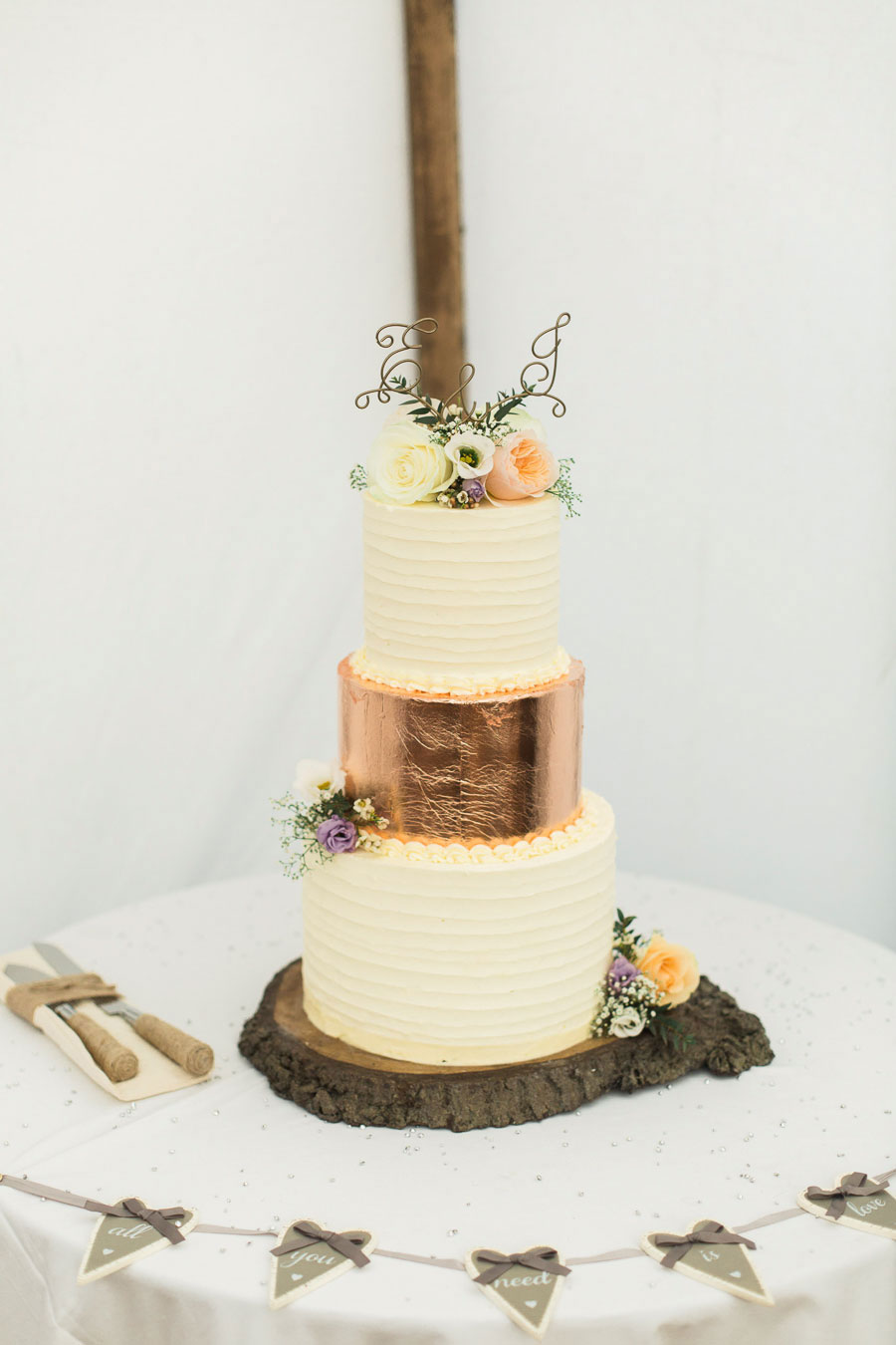 Rustic Wedding With Floral & Pastel Accents0099