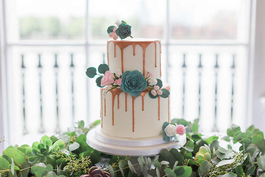 beautiful wedding drip cake