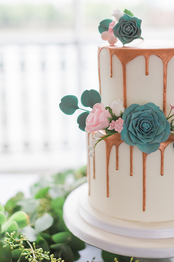 pretty wedding drip cake