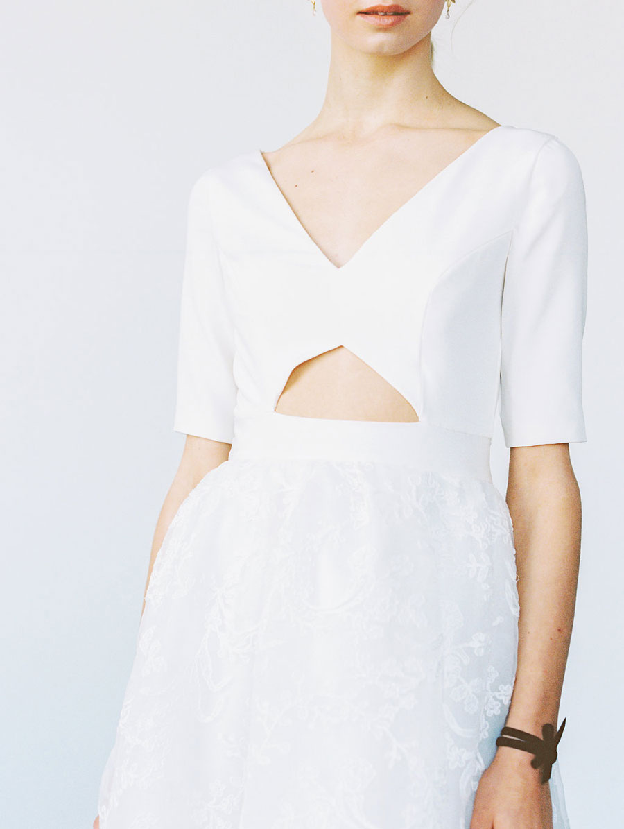 1046467-White-Canvas-2018-Collection-E002