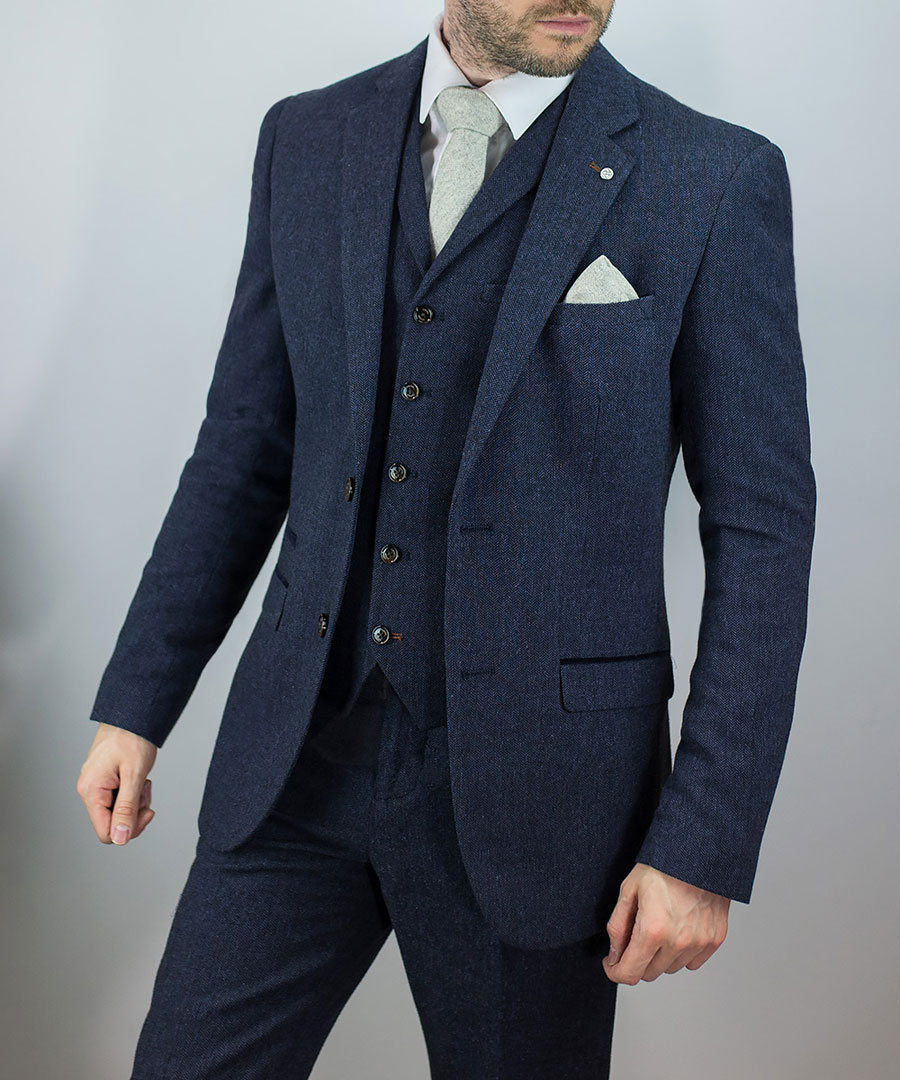 Adam-York—Cavani-Martez-Navy-Three-Piece-Suit-Worn