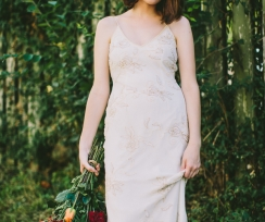 Summer's Last Goodbye: An Autumnal Styled Bridal Shoot With Subtle Vintage Vibe