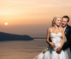 Sunflowers & Seashells – A Yellow & Blue Santorini Destination Wedding: Rachel & Fraser