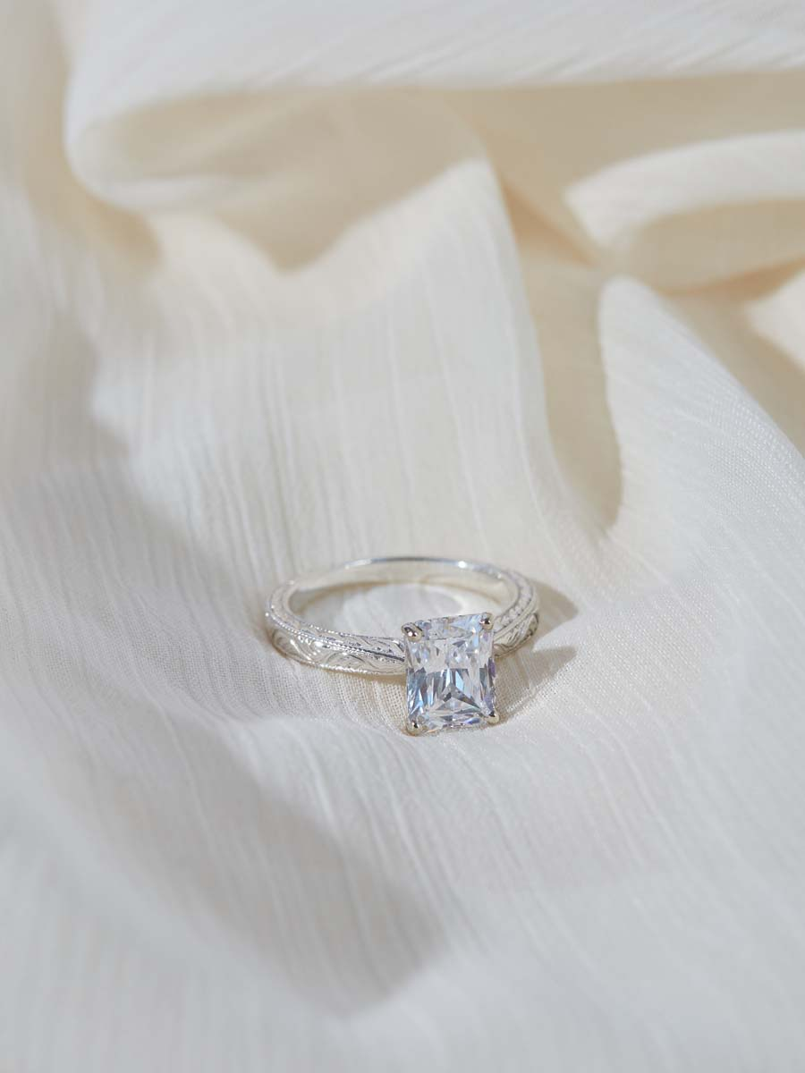 Why Millenials are Choosing Diamond Alternatives